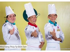 Đội Nhà hàng Thủy Tạ Đầm Sen