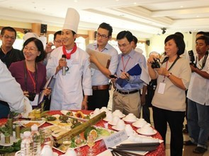 Almost 200 restaurants attend the Golden Spoon contest