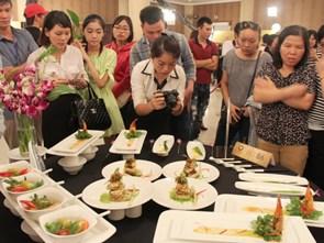 Please raise questions to the exchange program about Vietnamese cuisine