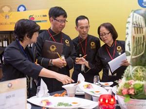 Ban giám khảo chấm thi vòng sơ kết miền Trung