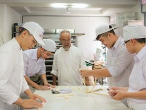 Đầu bếp Việt kiều mở trường miễn phí ở Sài Gòn