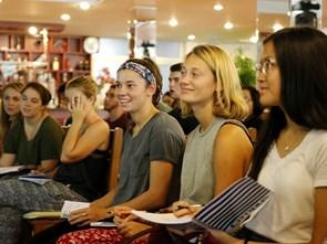 Sinh viên Mỹ háo hức khám phá ẩm thực Việt