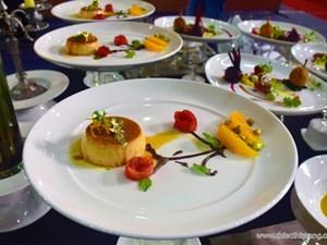 Đầu bếp TPHCM hào hứng thể hiện 'món ăn vàng'