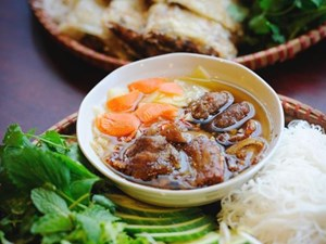 10 essential Vietnamese dishes every visitor should try
