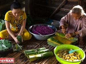 The art of making Banh Tet La Cam