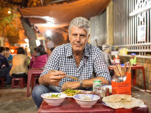 Đầu bếp Mỹ mê 'bún chửi' và tình yêu sâu đậm dành cho Việt Nam