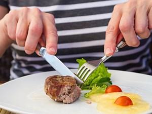 Cách dùng dao nĩa tinh tế cho các bữa ăn phong cách Âu Mỹ