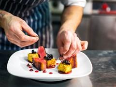 Đầu bếp nổi tiếng bật mí bí quyết trang trí món ăn