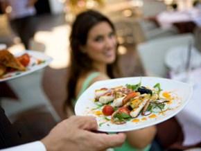 Những thói quen khi đi ăn hàng dễ khiến bạn bị ghét