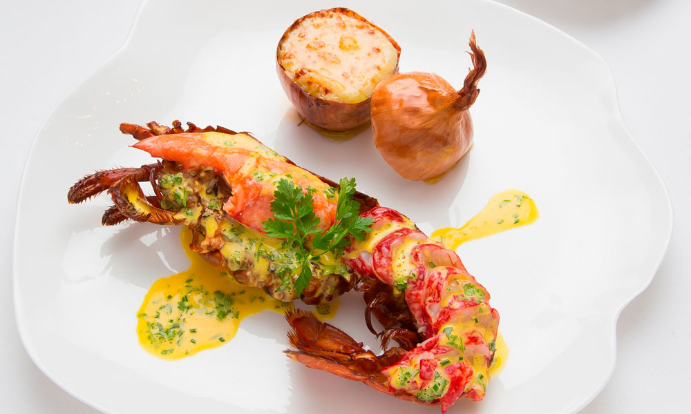Watch michelin chefs cook lobster in different ways news for Les grands chefs de cuisine francais
