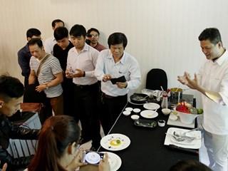 Chủ tịch hiệp hội Escoffier cùng các đầu bếp Chiếc Thìa Vàng khám phá kỹ thuật nấu ăn hiện đại