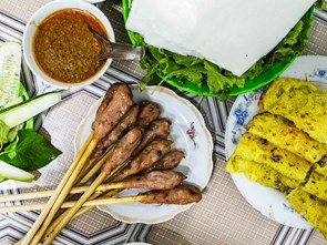 30 Years and Still Going Strong: A Banh Xeo Legacy in Central Vietnam