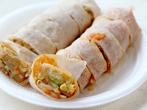 Bò Bía: A Piece of Saigon's Hokkien Heritage in a Simple Street Food Roll