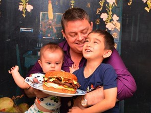 Ông chủ nhà hàng Mỹ đắm đuối với ẩm thực Việt