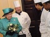 """""""Ngã ngửa"""" với mức lương thấp đến khó tin của đầu bếp Hoàng gia Anh"""