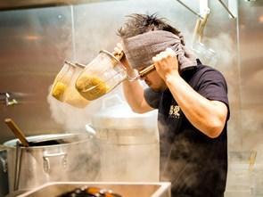 Những bí mật kinh hoàng trong căn bếp của nhà hàng châu Âu