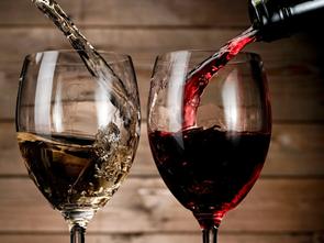 Theo bạn giữa ly vang trắng và ly vang đỏ có sự khác biệt gì?