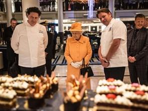 Đầu bếp Hoàng gia Anh tiết lộ chế độ ăn của Nữ hoàng Elizabeth