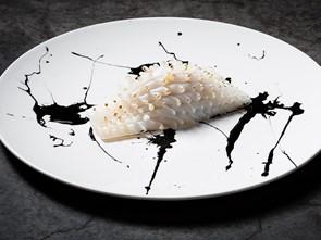 Màu đen ngày càng được nhiều đầu bếp nổi tiếng ưa chuộng