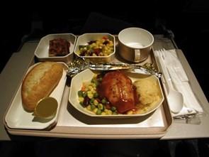 Bếp trưởng hàng không: Đâu là món ăn không nên gọi trên máy bay