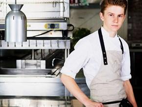 """""""Thần đồng"""" đầu bếp Mỹ: Học nấu ăn trên Youtube và tự mở nhà hàng ở tuổi 19"""