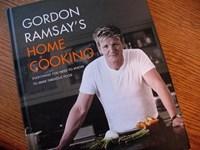 """Gordon Ramsay:Hành trình từ cầu thủ đến """"đầu bếp của những ngôi sao"""""""