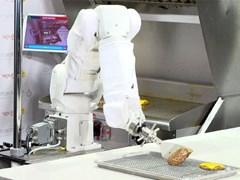 """Cuộc """"xâm lăng"""" của Robot đầu bếp thời 4.0"""