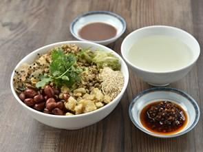 """Nguồn gốc kỳ lạ của """"bộ ba"""" đặc sản ẩm thực xứ Huế"""