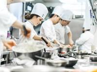 Những tiết lộ 'chấn động' của các cựu nhân viên nhà hàng