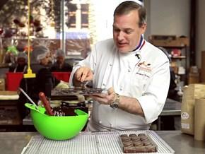 """Câu chuyện khởi nghiệp của """"ngài chocolate"""" Jacques Torres"""