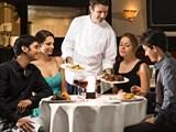 Thực khách tới nhà hàng không nên nói gì với bồi bàn?