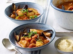 Xuất xứ bình dân của món súp hải sản nổi tiếng thế giới