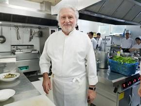 Câu nói của mẹ thay đổi cuộc đời đầu bếp hai sao Michelin nổi tiếng