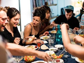 Người dân các nước nói gì trước mỗi bữa ăn?