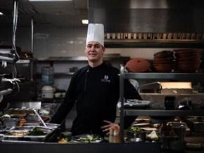 Bếp trưởng bật mí chuyện nấu ăn cho hai ông Trump, Kim