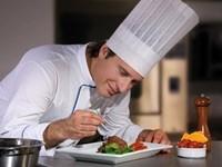 Lý do nhiều đầu bếp ghét đeo găng tay khi nấu nướng