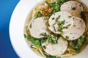 Người Thái thích ăn giò chả Việt